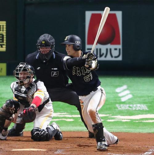 ソフトバンク対オリックス 9回表オリックス1死三塁、中川圭太は右越えに同点となる適時三塁打を放つ(撮影・梅根麻紀)
