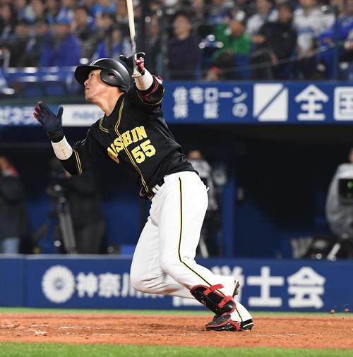 DeNA対阪神 9回表阪神1死、陽川は左越え本塁打を放つ(撮影・奥田泰也)