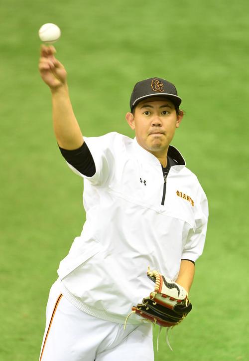 キャッチボールする巨人山口(撮影・横山健太)