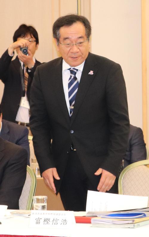有識者会議に出席した新潟県高野連の富樫会長