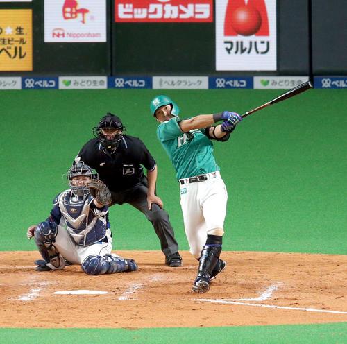 日本ハム対西武 5回裏日本ハム1死一塁、大田は左越え2点本塁打を放つ(撮影・佐藤翔太)