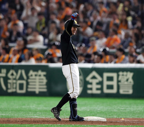 7回表2死一、二塁、同点となる左前適時打を放ちガッツポーズする北條(撮影・前田充)