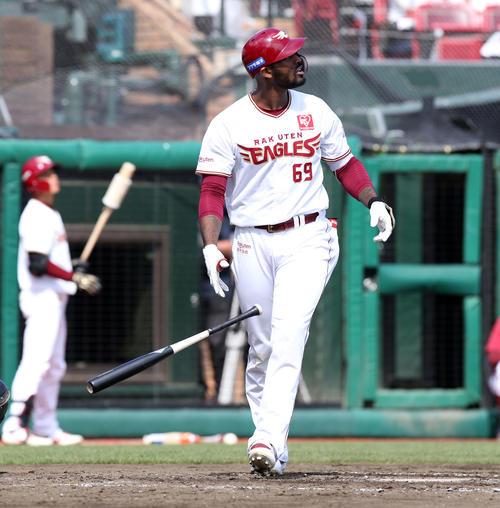 楽天対日本ハム 4回裏楽天2死満塁、ブラッシュは左越え満塁本塁打を放つ(撮影・佐藤翔太)