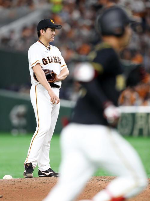巨人対阪神 6回表阪神無死、木浪に本塁打を浴びる菅野(撮影・前田充)