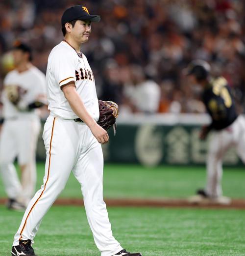 6回表阪神2死一塁、大山に2点本塁打を浴びる菅野(撮影・前田充)
