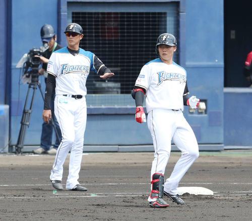 日本ハム対ロッテ 1回裏日本ハム1死一塁、右前打を放った清宮(2019年5月15日撮影)