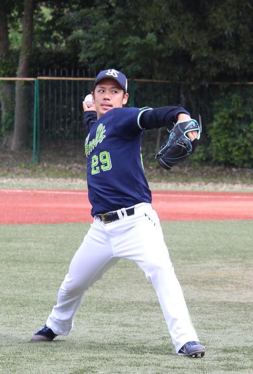 投手練習に参加したヤクルト小川(撮影・保坂恭子)