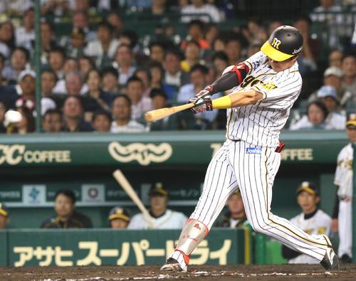 阪神対ヤクルト 4回裏阪神1死一、二塁、木浪は右前適時打を放つ(撮影・上山淳一)