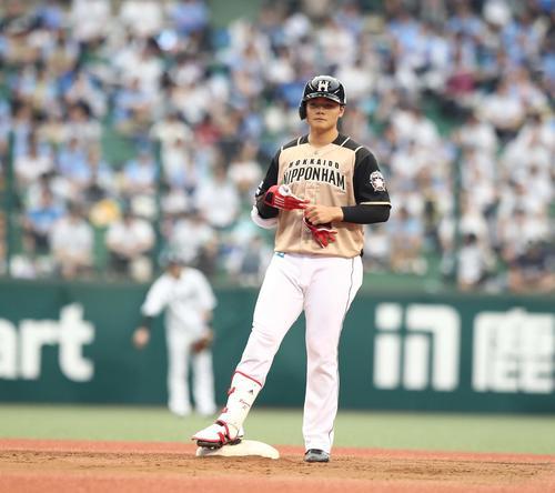 西武対日本ハム 4回表日本ハム2死満塁、右翼線に2点適時二塁打を放つ清宮(撮影・黒川智章)
