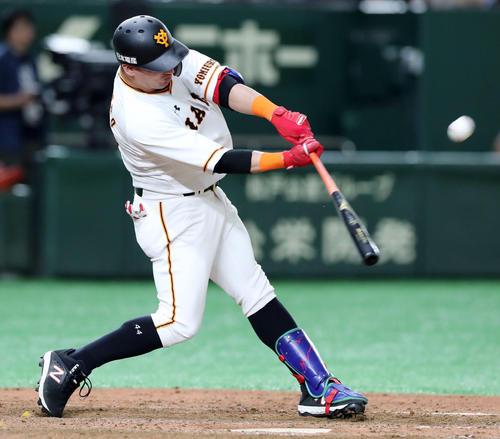 巨人対広島 5回裏巨人1死、右越えソロ本塁打を放つゲレーロ(撮影・垰建太)