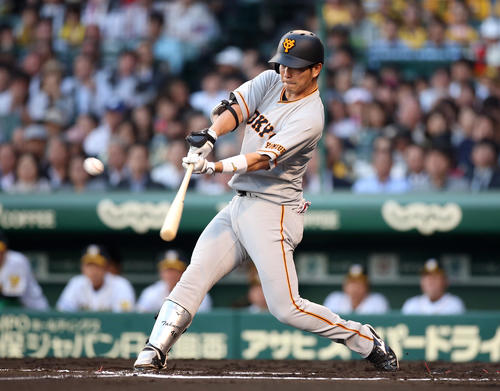 阪神対巨人 2回表巨人無死一塁、2点本塁打を放つ大城(撮影・狩俣裕三)