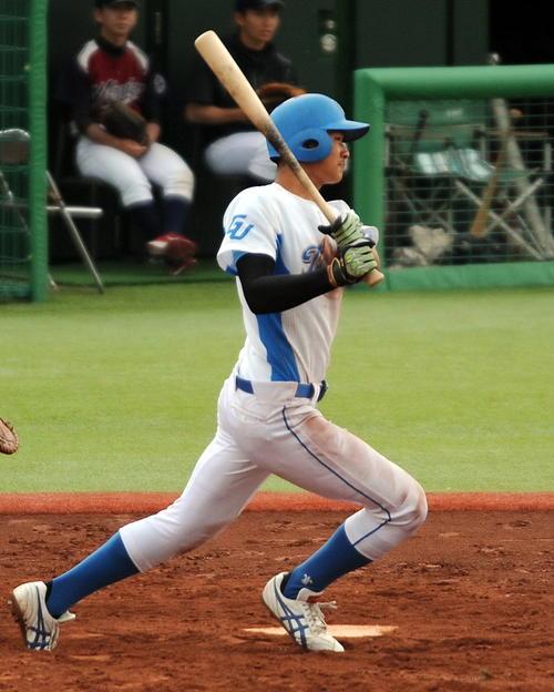 宮城教育大対東北学院大 東北学院大・根本は先制三塁打を含む3安打4打点(撮影・佐々木雄高)