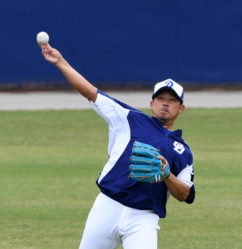 キャッチボールを行う松坂(撮影・前岡正明)