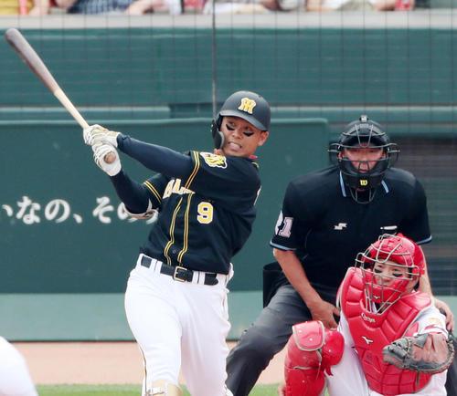 広島対阪神 2回表阪神2死一、三塁、高山は右前適時打を放つ(撮影・加藤哉)