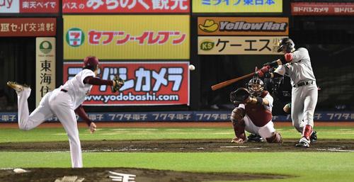 楽天対巨人 5回表巨人無死、先制の右越えソロ本塁打を放つ陽。投手塩見(撮影・鈴木みどり)
