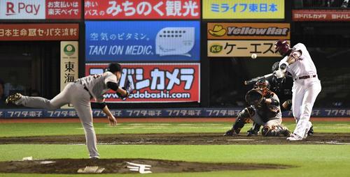 楽天対巨人 5回裏楽天無死、左越えソロ本塁打を放つブラッシュ。投手今村(撮影・鈴木みどり)