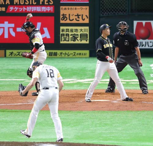 ソフトバンク対阪神 12回表阪神2死満塁、大山は空振りの三振に倒れる(撮影・梅根麻紀)