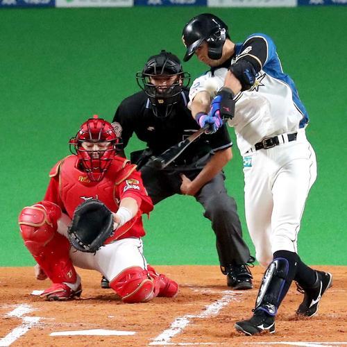 1回裏日本ハム1死、大田は先制となる左越え本塁打を放つ(撮影・佐藤翔太)
