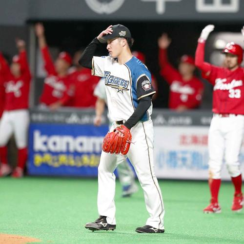 2回表広島2死一塁、長野に適時二塁打を浴びる吉田輝(撮影・黒川智章)