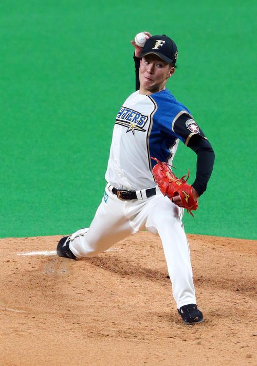 プロ初登板で力投する日本ハム吉田(撮影・垰建太)