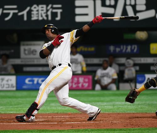 ソフトバンク対阪神 7回裏ソフトバンク1死一、二塁、グラシアルは左越え3点本塁打を放つ(撮影・今浪浩三)