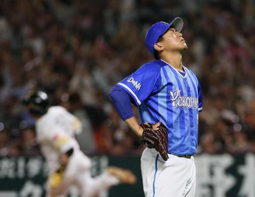 ソフトバンク対DeNA 7回裏ソフトバンク2死、松田宣浩にソロ本塁打を浴びる今永昇太(撮影・栗木一考)