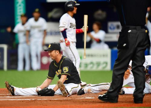オリックス対阪神 8回裏オリックス2死満塁、藤川球児の暴投で三塁走者後藤が生還する(撮影・清水貴仁)