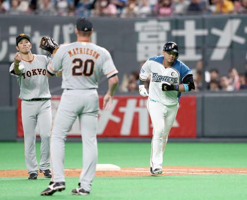 日本ハム対巨人 8回裏日本ハム1死二塁、二ゴロに終わる中田(撮影・黒川智章)