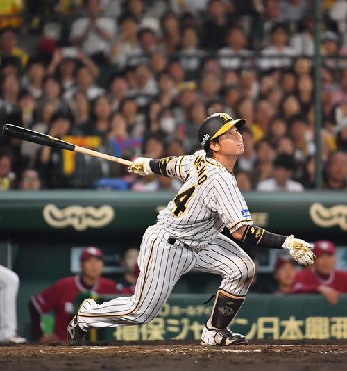 5回裏阪神2死満塁、二飛に倒れる梅野(撮影・上田博志)