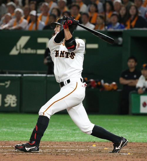 巨人対DeNA 5回裏巨人1死一塁、同点本塁打を放つ若林(撮影・中島郁夫)