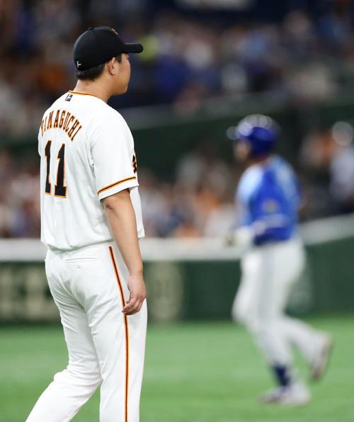 巨人対DeNA 2回表DeNA無死一塁、ロペスに2点本塁打を打たれる山口(撮影・狩俣裕三)