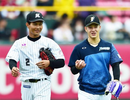 フレッシュオールスター 話をする藤原恭大(左)と吉田輝星(撮影・清水貴仁)