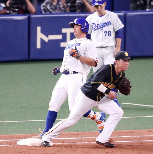 中日対阪神 4回裏中日2死二塁、松坂は三塁ゴロを放つ(撮影・加藤哉)