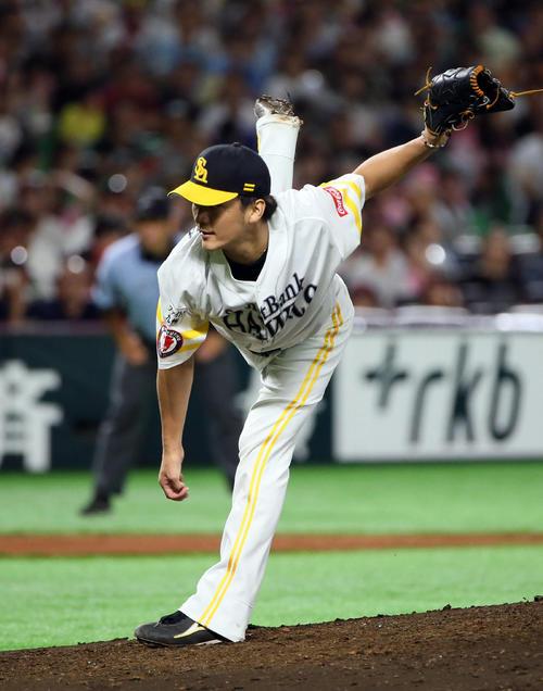 ソフトバンク対日本ハム 2番手で登板する松田遼(撮影・栗木一考)
