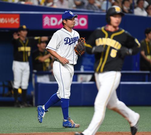 3回表阪神2死一、二塁、糸井嘉男に適時二塁打を打たれた松坂大輔(撮影・森本幸一)