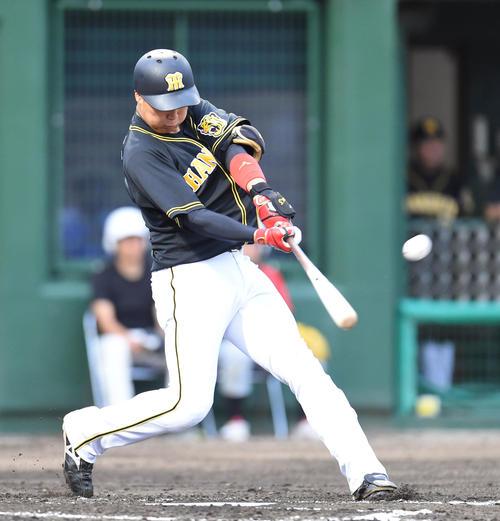 中日対阪神 2回表阪神無死、左越え本塁打を放った大山(撮影・森本幸一)