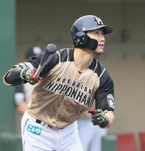 ソフトバンク対日本ハム 1回表日本ハム無死、西川は右越えに先制ソロ本塁打を放つ(撮影・栗木一考)
