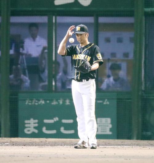 中日対阪神 8回裏中日1死一、二塁、藤川は阿部に中越え2点勝ち越し適時三塁打を浴びる(撮影・加藤哉)