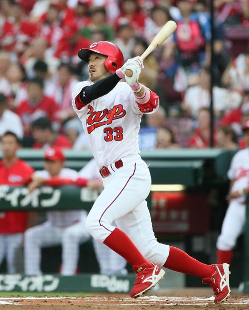 広島対中日 1回裏広島無死、菊池涼は左翼線へ二塁打を放つ(撮影・栗木一考)
