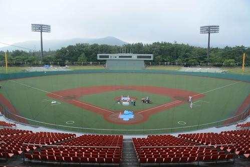 工事が進む20年東京五輪で野球・ソフトボールの会場となる県営あづま球場。バックネット裏からの景色(撮影・島根純)