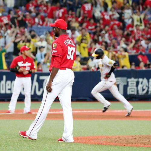 阪神対広島 9回裏阪神無死一、二塁、フランスアは大山に右越え3点サヨナラ本塁打を被弾しサヨナラ負け(撮影・加藤哉)