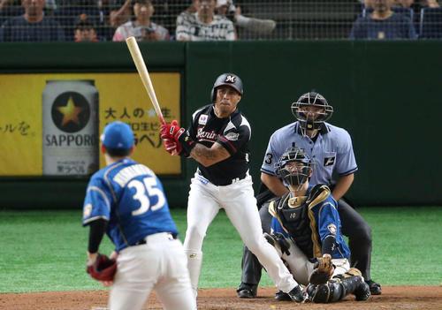 日本ハム対ロッテ 7回表ロッテ無死、中越え本塁打を放つマーティン(撮影・井上学)