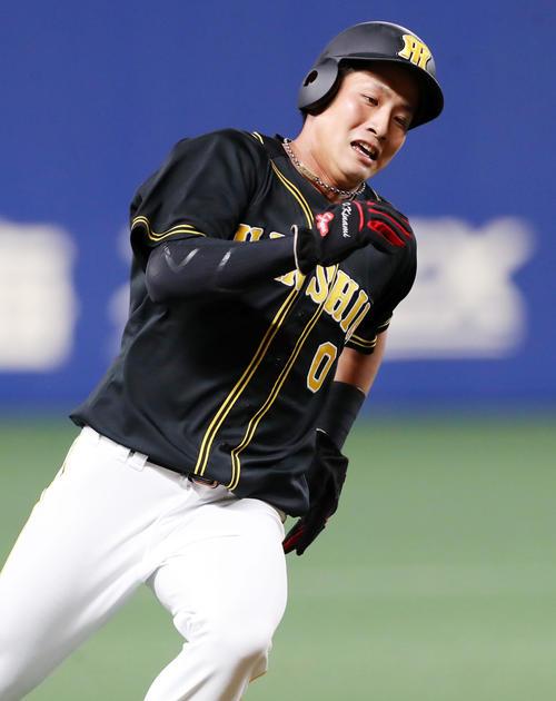 中日対阪神 5回表阪神2死一塁、一走木浪は近本の中越え適時二塁打で生還する(撮影・加藤哉)