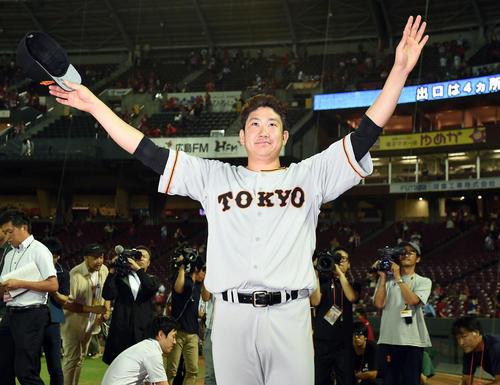 広島対巨人 1ヶ月ぶりの勝利に笑顔を見せる巨人菅野(撮影・たえ見朱実)