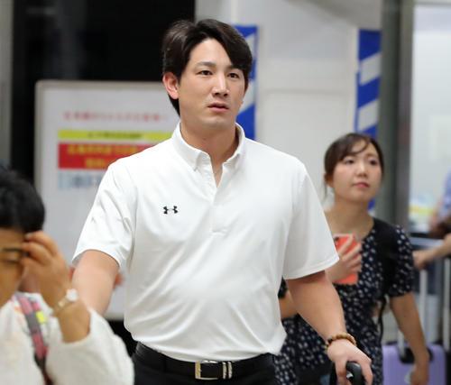 広島駅から東京に向かう巨人小林(撮影・垰建太)