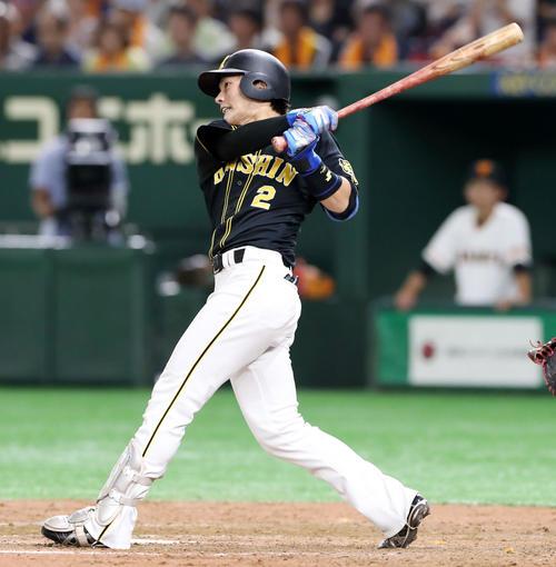 8回表阪神1死、北條は左越え本塁打を放つ(撮影・加藤哉)