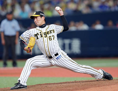 阪神対DeNA 6回途中から2番手で登板する岩崎(撮影・前田充)