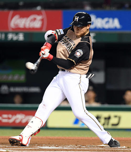 西武対日本ハム 6回表日本ハム1死一塁、右越えに5号2点本塁打を放つ清宮(撮影・たえ見朱実)