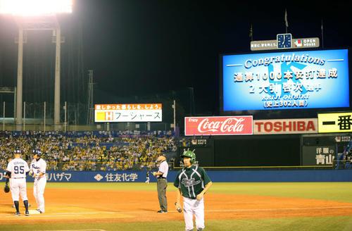 ヤクルト対阪神 3回裏ヤクルト1死一塁、左前打を放ちプロ通算1000安打を達成した大引(撮影・河野匠)
