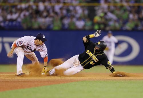 ヤクルト対阪神 9回表阪神無死一塁、二塁盗塁を決める梅野(撮影・前田充)